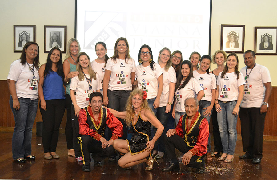 Colégio Vianna Júnior comemora Dia do Circo
