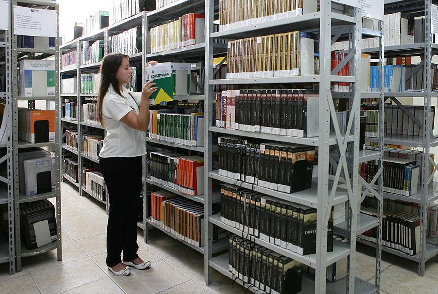 Alunos do Colégio Vianna Jr celebram Dia da Biblioteca