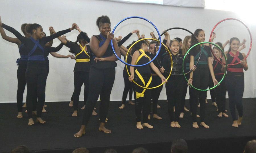 Apresentação de dança abre a XV Feira do Livro do Vianna Júnior