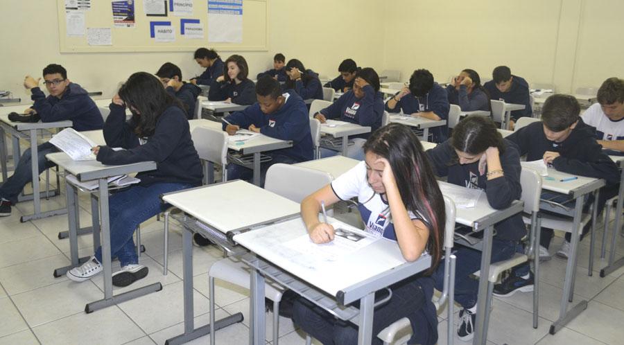 Colégio Vianna Júnior participa da prova da OBA