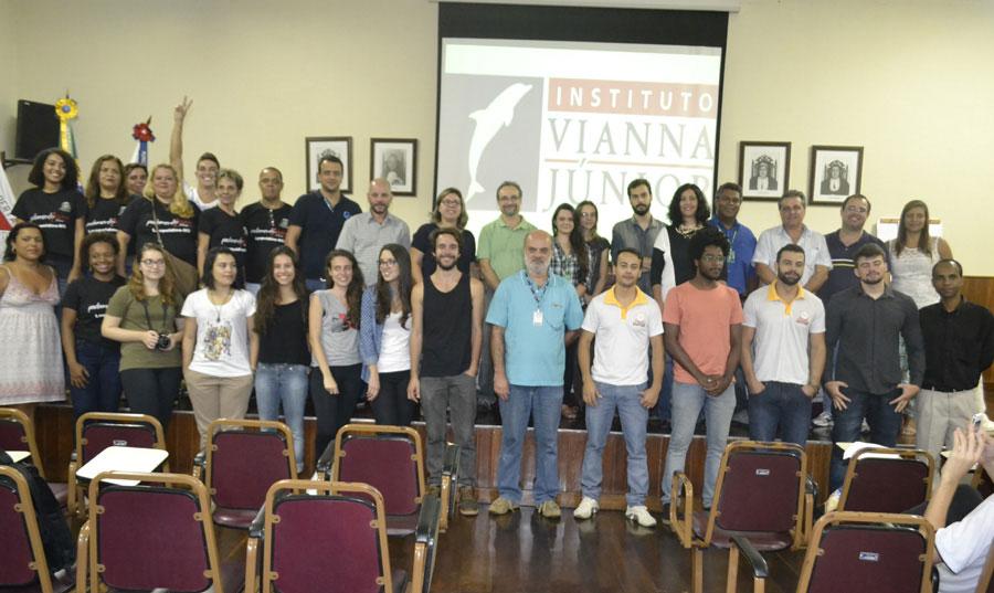 Vianna Jr recebe 1º Polo Zona da Mata Parlamento Jovem
