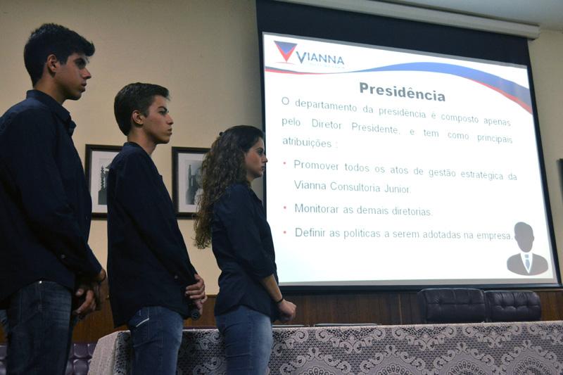 Apresentação da Empresa Júnior para os alunos do Instituto Vianna Júnior