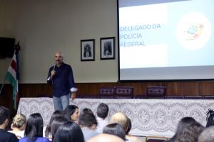 Delegado Federal fala para os alunos do Vianna.