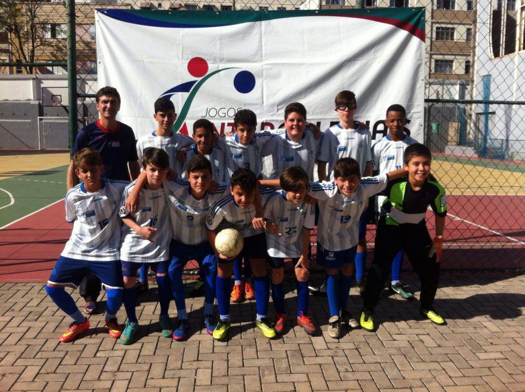 Alunos do Colégio Vianna Júnior vencem em estreia nos Jogos Intercolegiais.