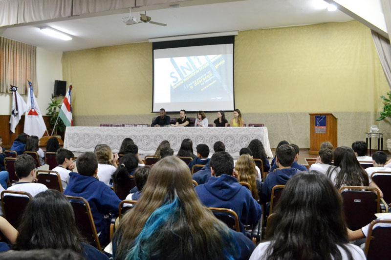 Alunos participam de palestra sobre o dia do transito