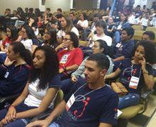 Alunos do Vianna participam de encontro do Parlamento Jovem